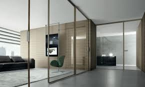 Изцяло стъклена врата