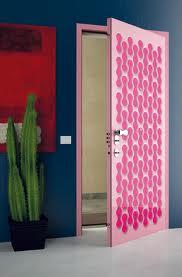 Розова врата за детска стая