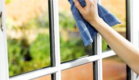Почистване стъклени врати