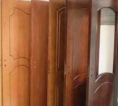 Interiorni vrati, pokriti s estestven furnir